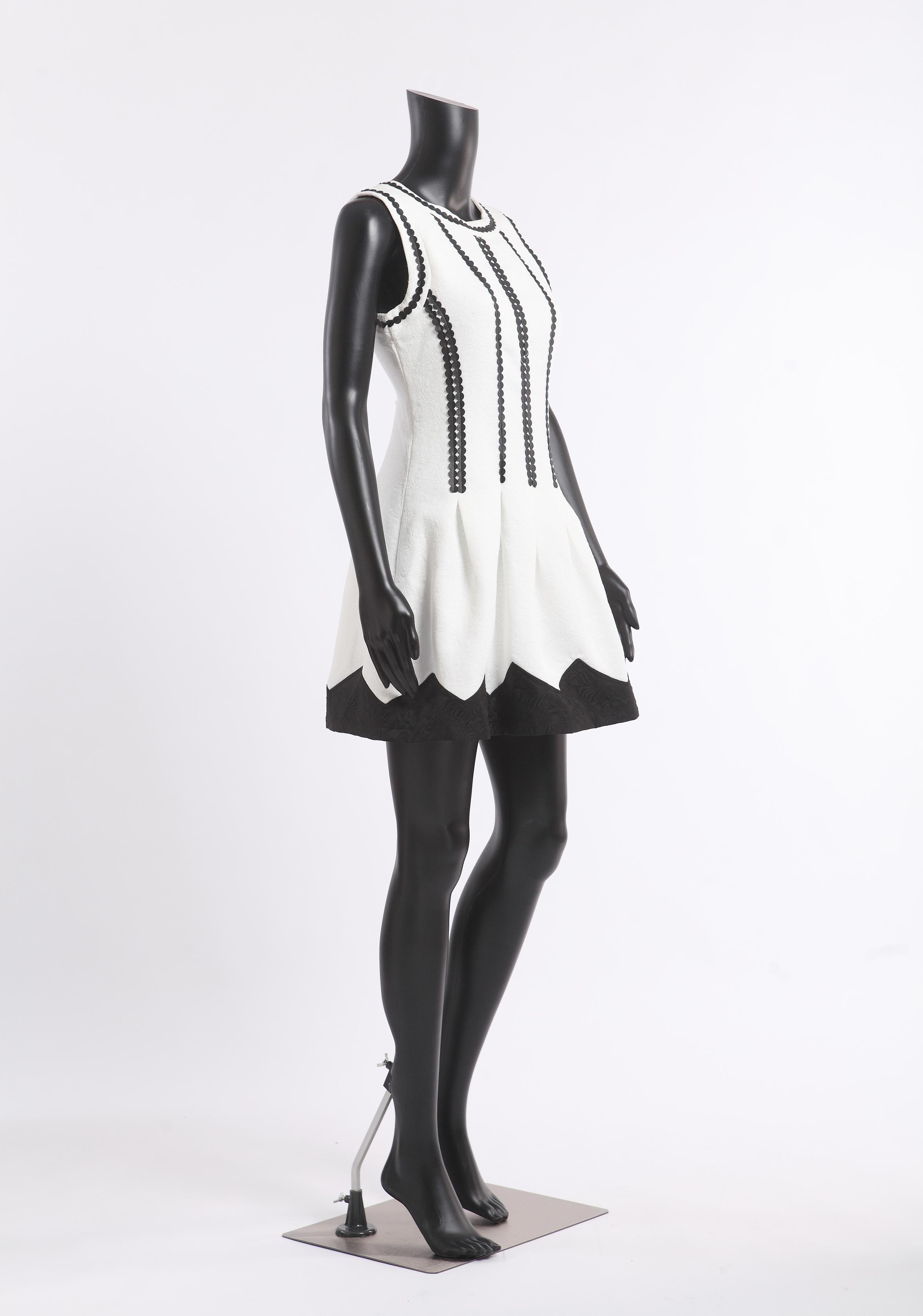 fb7black abstrakt weiblich schaufensterpuppe schwarz matt ohne kopf mannequin ebay. Black Bedroom Furniture Sets. Home Design Ideas